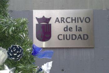 El servicio nació con el objetivo de organizar y controlar el patromonio documental del Ayuntamiento
