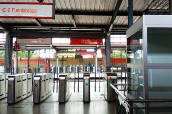 Javier Ayala ha firmado el protocolo para mejorar la accesibilidad en la estación