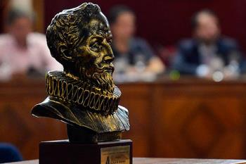 El Salón de Plenos sirvió como sede para la presentación del LIII Trofeo Cervantes