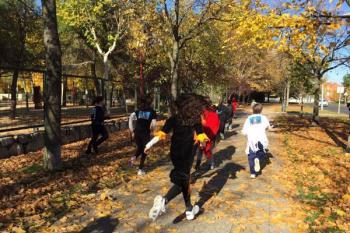 El alumnado participa en la carrera `La Vuelta al Cole de Unoentrecienmil´