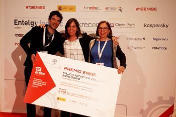El colegio torrejonero ha sido distinguido con el Premio 13ENISE gracias a su proyecto 'I am not a target'