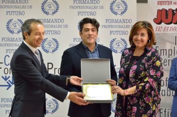El centro de formación profesional ha reconocido la colaboración con el Ayuntamiento en los proyectos de aprendizaje