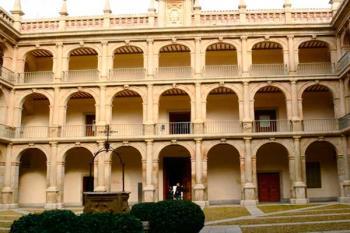 El centro se localiza en la Zona A de la Tercera planta del edificio Cisneros