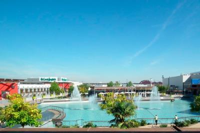 Lee toda la noticia 'El Corte Inglés vende su centro en Parquesur'