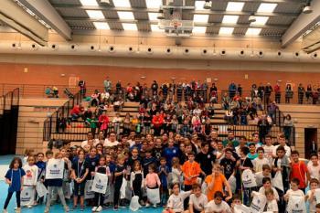 La competición contó con la presencia de 100 deportistas de diferentes categorías