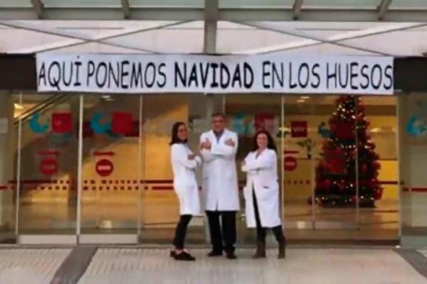 """El Hospital Puerta de Hierro de Majadahonda """"pone Navidad en tus huesos"""""""