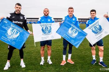 Se repartirán 12.000 banderas blancas y azules que se mostrarán antes del partido