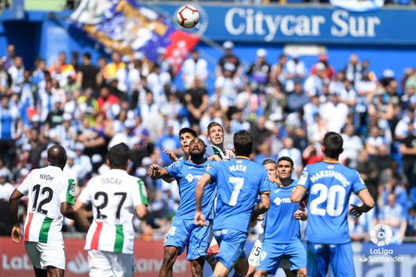 Santos y un golazo de Juanfran dan la victoria al Leganés que se mostró más sólido ante el Getafe