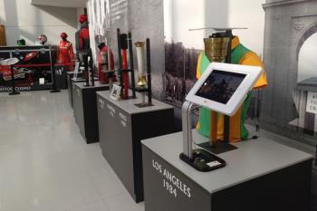 Ayala ha acudido a la inauguración de la exposición en el Centro Tomás y Valiente