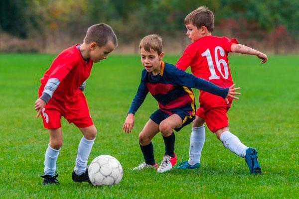 El PP denuncia la saturación de los clubes de fútbol cosladeños