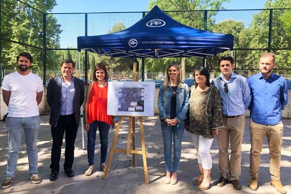 La candidata popular a la alcaldía de Alcalá, Judith Piquet, se compromete a promover 5.000 plazas de aparcamiento en los barrios