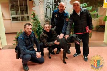 La Policía Local de Getafe rescata a una perrita perdida durante dos días que cayó en una arqueta de 1,5 metros