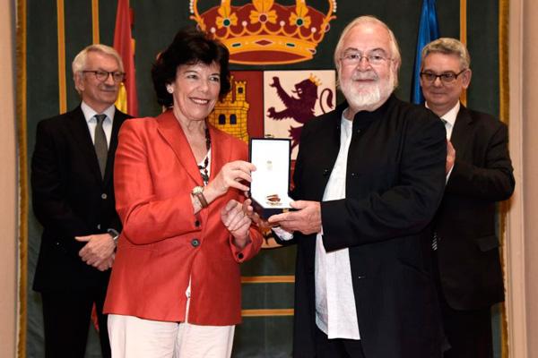 El 'padre del teatro' en Villaviciosa de Odón fue galardonado, en julio, con la Cruz de la Orden Civil de Alfonso X 'El Sabio'