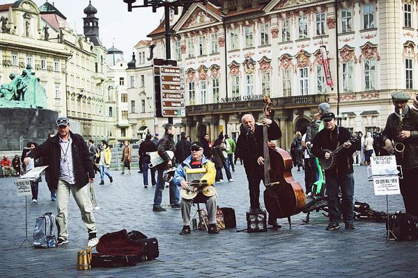 Malas noticias para los músicos callejeros: el Ayuntamiento de Madrid limitará su actividad