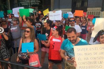 Educación ha prescindido del anterior director a pesar de las protestas del AMPA y las familias