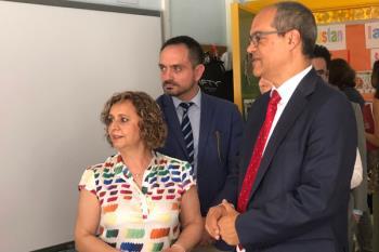 El consejero de Educación Rafael Van Grieken ha visitado el colegio Federico García Lorca de Leganés