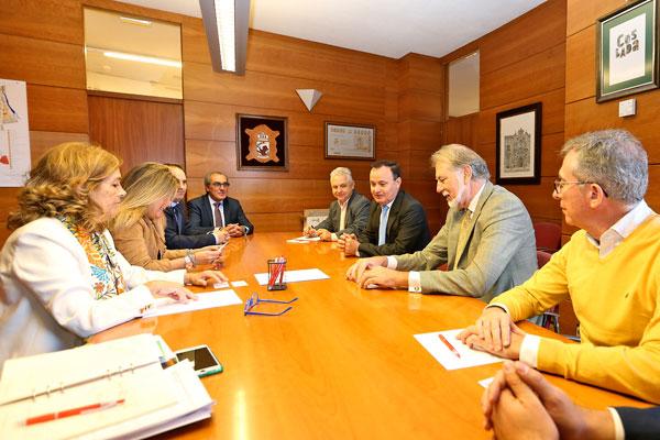 El regidor local, Ángel Viveros, ha mantenido una reunión con el presidente de la entidad, Jesús Martín