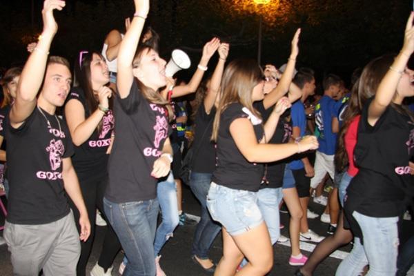 El desfile de peñas dará comienzo a las Fiestas Populares