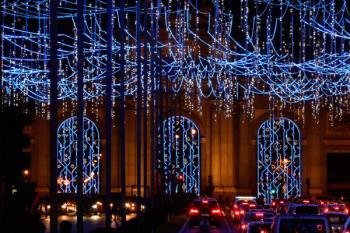 Las luces con motivos navideños, cerezos, cadenetas y abetos, inundarán la capital con más decoración que nunca