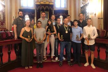 El alcalde, Javier Rodríguez Palacios, recibió a varios deportistas destacados durante esta temporada