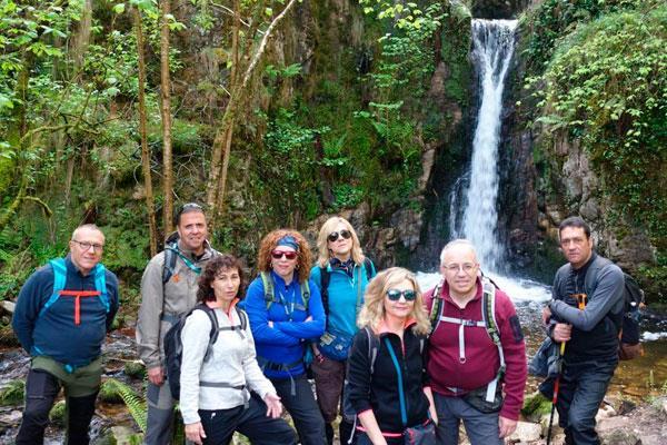 El grupo de senderismo 'El Cerro', rumbo a Navarredonda