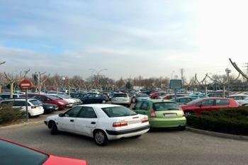 El Partido Popular denuncia que la oposición quiere eliminar plazas de aparcamiento en la localidad madrileña