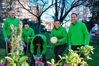 Trabajadores de Leroy Merlin Alcalá han llevado a cabo la plantación de nuevas especies