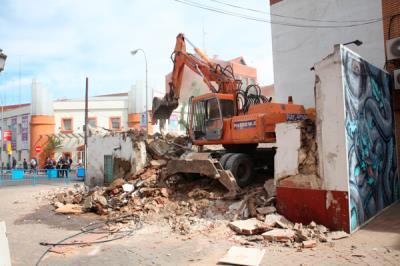 Lee toda la noticia 'El proyecto Distrito Centro comienza con la demolición de las dos casas de la calle Luis Saquillo'