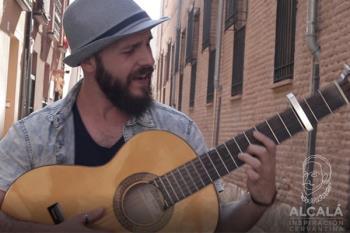 El alcalaíno estrena el videoclip grabado en las calles de Alcalá de Henares