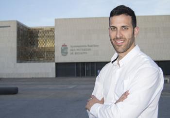 """""""El eje central de nuestro programa es dar prioridad a los derechos sociales de los españoles, derechos a los que el Ayuntamiento y las administraciones públicas han dado la espalda por el simple hecho de ser españoles""""."""