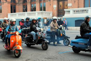La ya consolidada ruta, inundará Alcalá de Henares con las míticas motocicletas Vespa