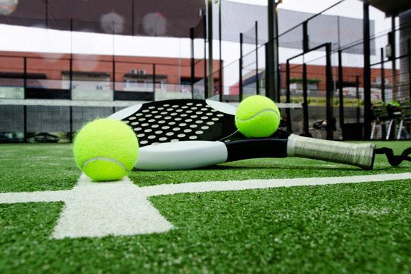 Este verano Arroyomolinos prepara cursos intensivos de pádel y tenis