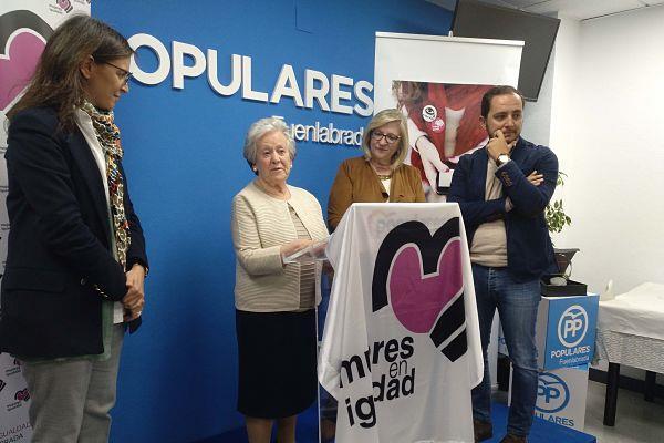 Fabriciana Ballesteros recibe el Premio Mujer Trabajadora 2019 en la sede del PP de Fuenlabrada