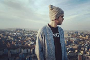 Este mes viajamos a Edimburgo, una ciudad en Reino Unido, de la mano de José Troyano Carreras, de 24 años de edad. Nuestro mostoleño, Graduado en Periodismo, está trabajando en la hostelería.