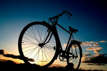 Deja aparcado el coche y disfruta de la bicicleta, mejorando tu salud y el medioambiente