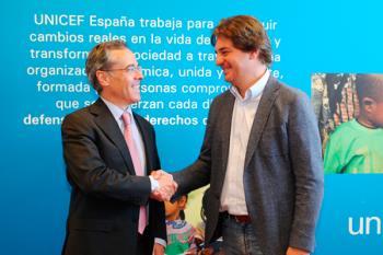 Javier Ayala firma un convenio de colaboración con UNICEF