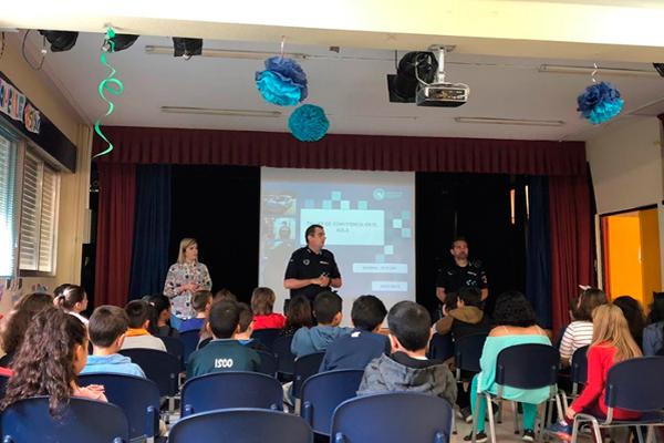 La Policía Local de Fuenlabrada acude a los colegios a enseñar cómo combatir la discriminación