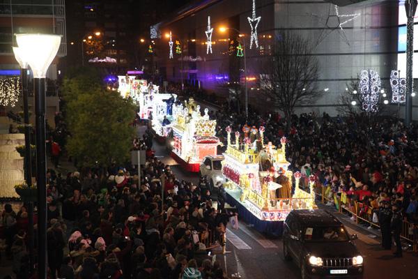 El cambio de recorrido ha permitido a más gente disfrutar de la visita de los Reyes Magos a nuestra ciudad