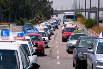 Ante el incremento, en los últimos años, de vehículos de otros municipios que realizan sus prácticas en Loranca