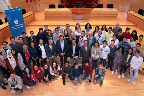 García de Vinuesa da la bienvenida a 25 estudiantes y 13 profesores de intercambio