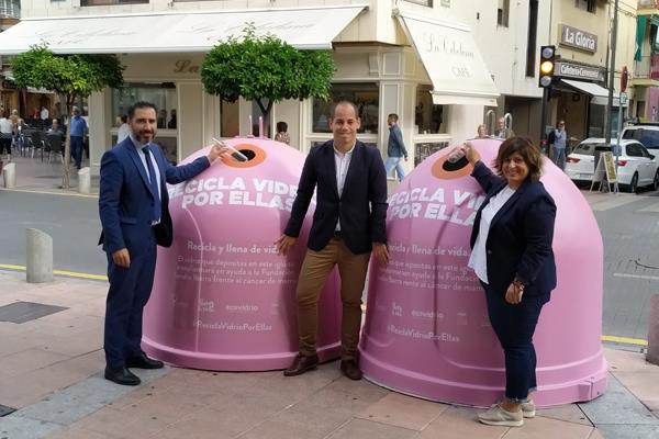 Getafe recicla vidrio por la lucha contra el cáncer de mama