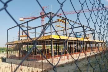 El Gobierno Municipal ha puesto en duda el compromiso de la Comunidad de Madrid de terminar la primera fase de obras en septiembre