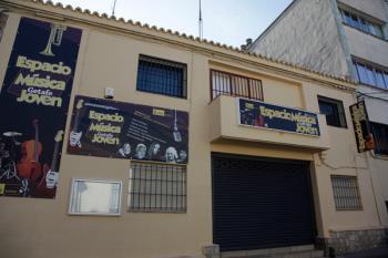 Ubicado en la calle Guadalajara, en la renovada y antigua Casa de la Juventud