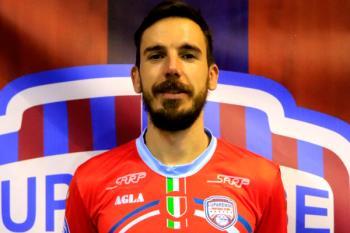 Hablamos con Borja Blanco, jugador de fútbol sala mostoleño, sobre su experiencia en Italia