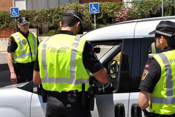 La Policía Municipal pone en marcha una campaña de vigilancia para fomentar el uso del cinturón de seguridad y de los sistemas de retención infantil