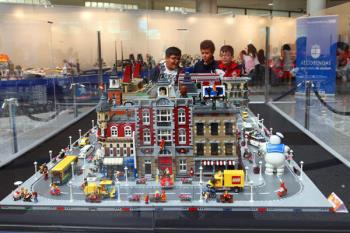 Ya puedes visitar la exposición Construcciones Lego y El Cine, en el Patio de Encuentros del Ayuntamiento