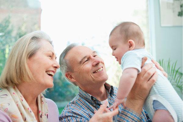 Cada 26 de julio se celebra en España este día dedicado a uno de los pilares fundamentales en todas las familias: los abuelos