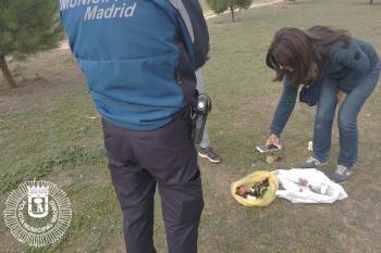 La persona identificada aseguró que solo daba de comer a los conejos y recogía los cristales tirados en el suelo