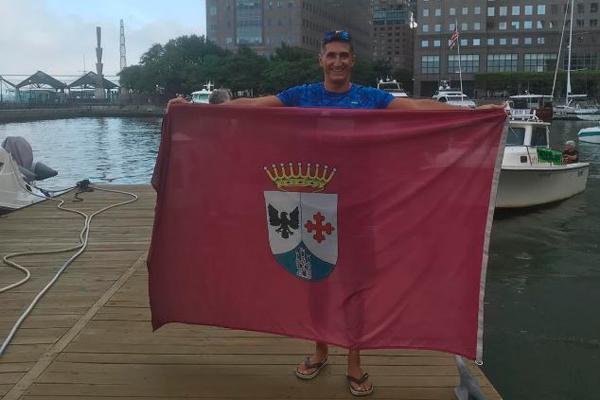 El nadador alcobendense rodeó Manhattan a nado para concienciar sobre el problema de plásticos en océanos