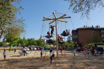 El parque cuenta con un nuevo elemento infantil: una pirámide pirata de escalada y aventura